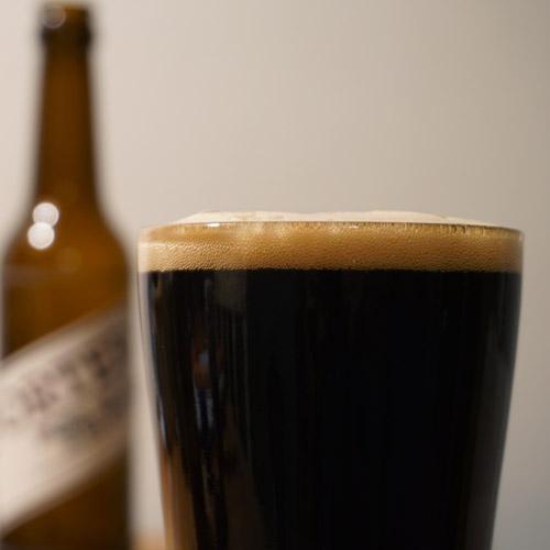 Bierglas mit Schaumkrone